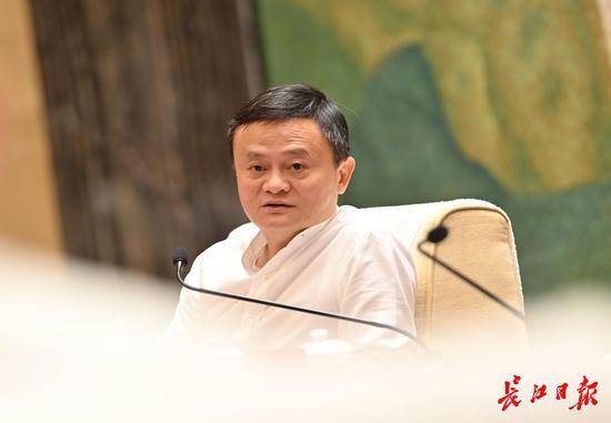 马云:逛了逛武汉的夜市,在这座城市里看到希望|马云_新浪财经