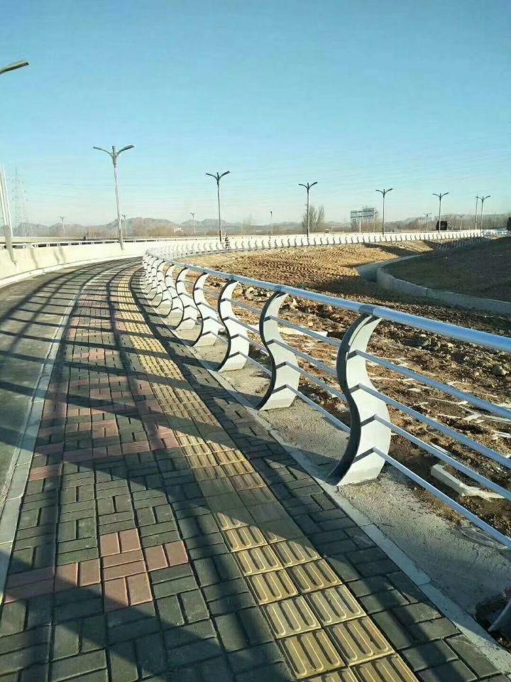 内蒙古自治区鄂尔多斯市桥梁栏杆生产厂家