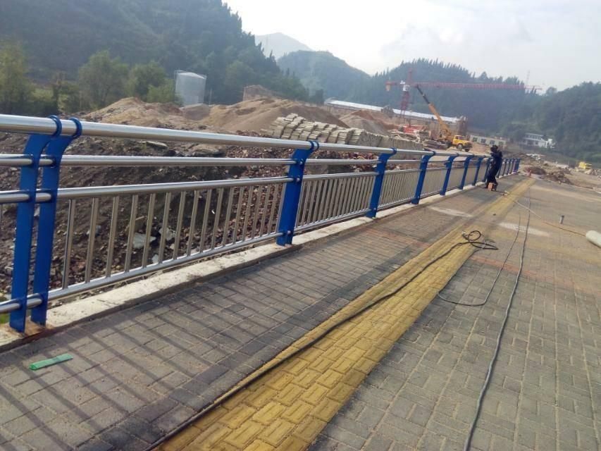 福建省漳州市桥梁不锈钢复合管护栏知询
