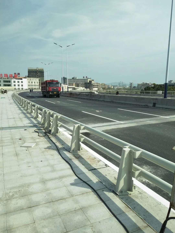 内蒙古自治区鄂尔多斯市桥梁防撞护栏知询