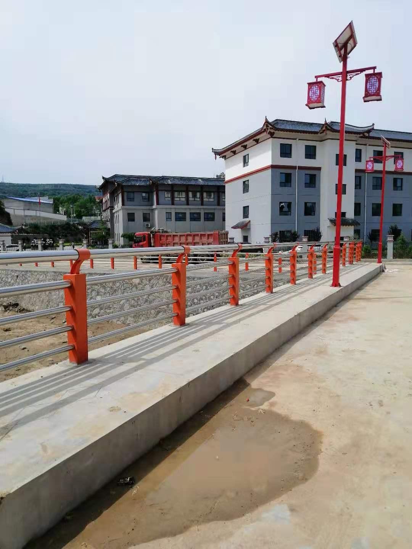 甘肃省陇南市桥梁护栏立柱多少钱一米