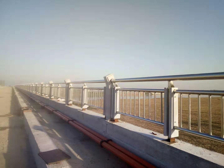 新余碳素钢防撞护栏制作