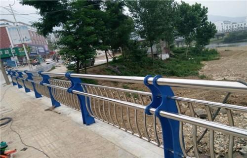 巴中道路防护护栏多少钱一米