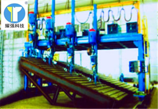 福建漳州长泰钢结构H型钢焊接生产线设备活动横梁下压油缸回缩