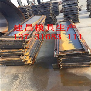 本体三合一结构,板与板连接成整体,抗冲击性能强,用钢结构方法锚固