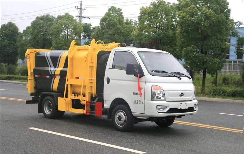 新都蓝牌后装压缩垃圾车不断创新的