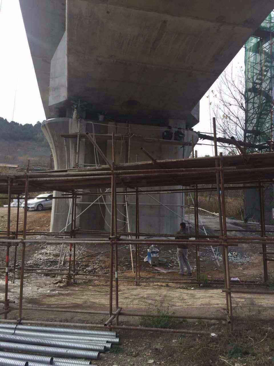 、钢筋砼墙体、砖混结构墙体、建筑大梁等建筑物、构筑物实施无损切割。主要承接:桥梁拆除、箱梁拆除、混凝土拆除、建筑物拆除、楼梯拆除、墙体拆除、楼板拆除、桥梁拆除、混凝土拆除;拥有液压墙锯、液压绳锯、液压钳、混凝土钻孔机、风镐、破拆机、机等先进的混凝土拆除设备。绳据专业拆除特点:箱梁切割拆除、桥墩切割拆除、桥梁切割拆除、大梁切割拆除、烟筒切割拆除、主要针对高难度的拆除工程保护层拆除和无声拆除。液压钳专业拆除特点:桥面拆除、墙体拆除、楼板拆除、屋顶拆除、无声破碎拆除、保护层专业拆除、楼层拆除、钢结构拆除、高难