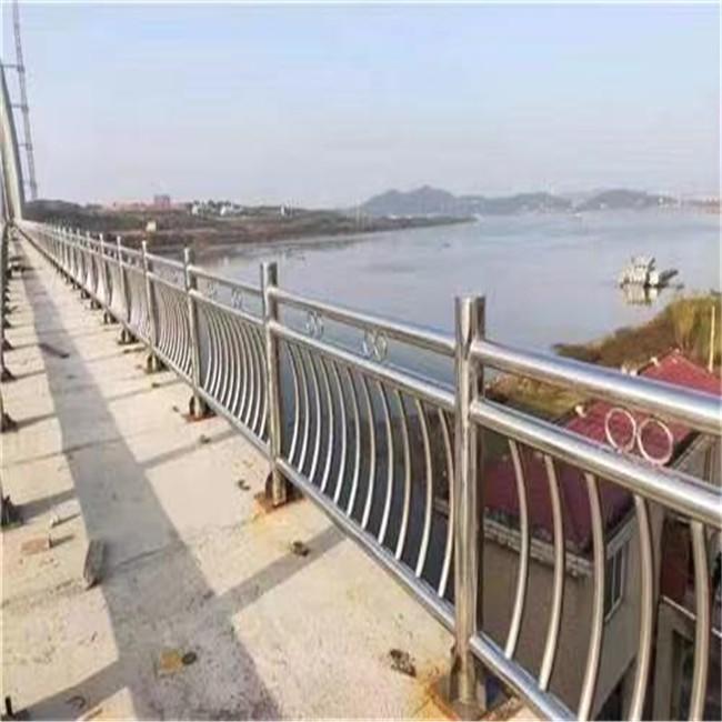 江苏不锈钢栏杆镀锌采用热浸镀锌法