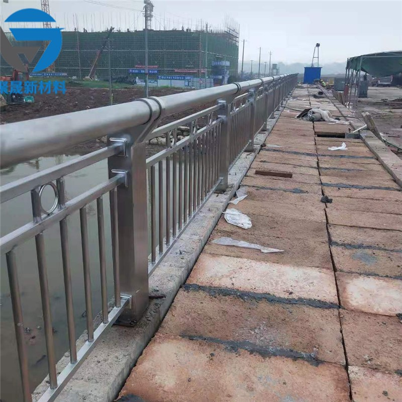 巴彦淖尔不锈钢复合管道路防护栏杆使用说明