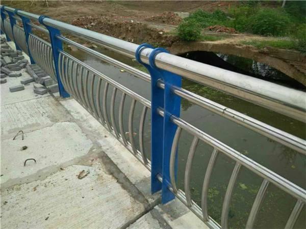 河南省驻马店市确山县201不锈钢复合管防撞护栏厂址