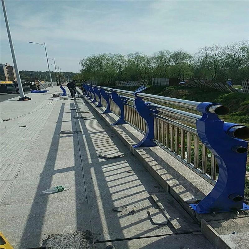 湖北省武汉市汉南区不锈钢复合管河道栏杆
