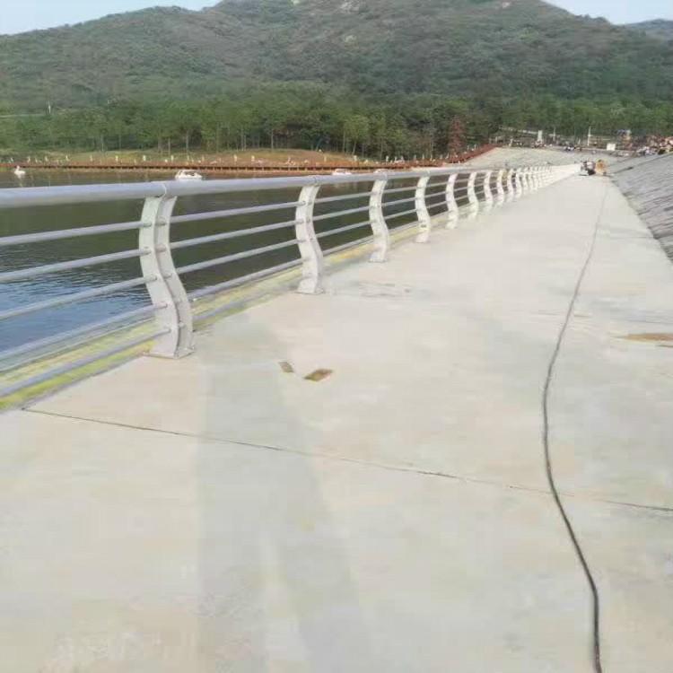 云南省怒江州兰坪县201不锈钢复合管河边护栏_服务为先