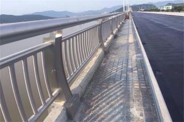 青海省海西州茫崖行委河道护栏厂家供应