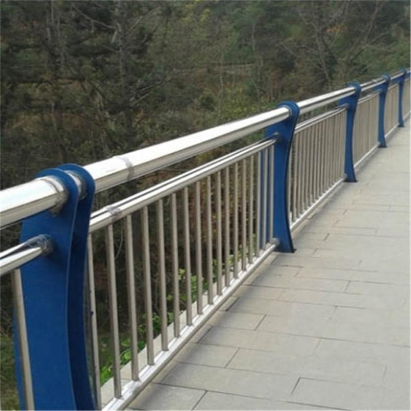 江苏省盐城市亭湖区201不锈钢复合管天桥护栏提供安装测量