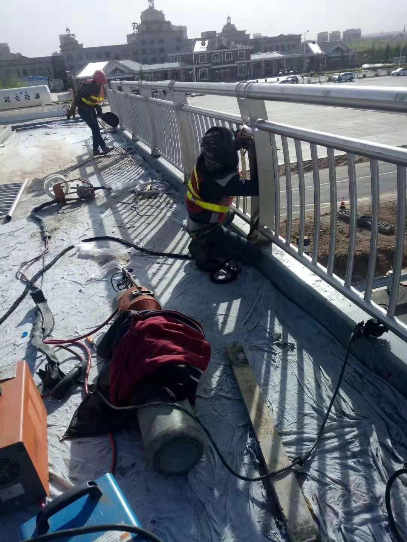青海省海西州乌兰县碳素钢不锈钢复合管栏杆