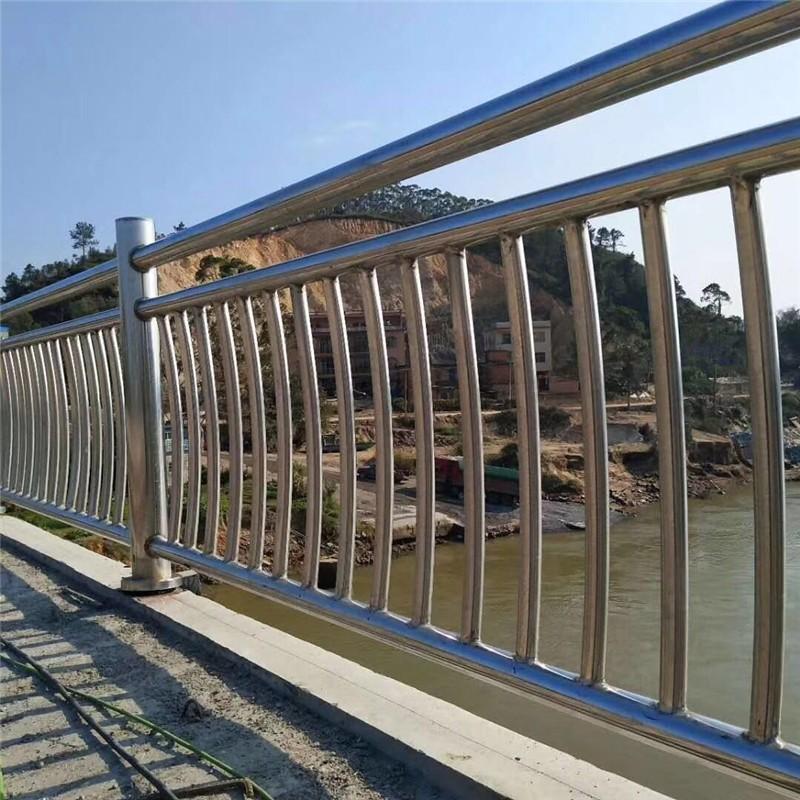 福建省泉州市鲤城区桥梁不锈钢碳素钢复合管护栏