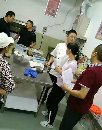 烤鸡架加盟:齐河烤鸡架店