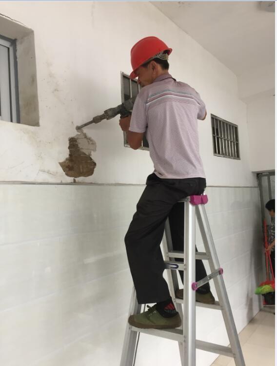3)建筑结构图纸测绘:重新对房屋的整体布局,结构尺寸等进行测量