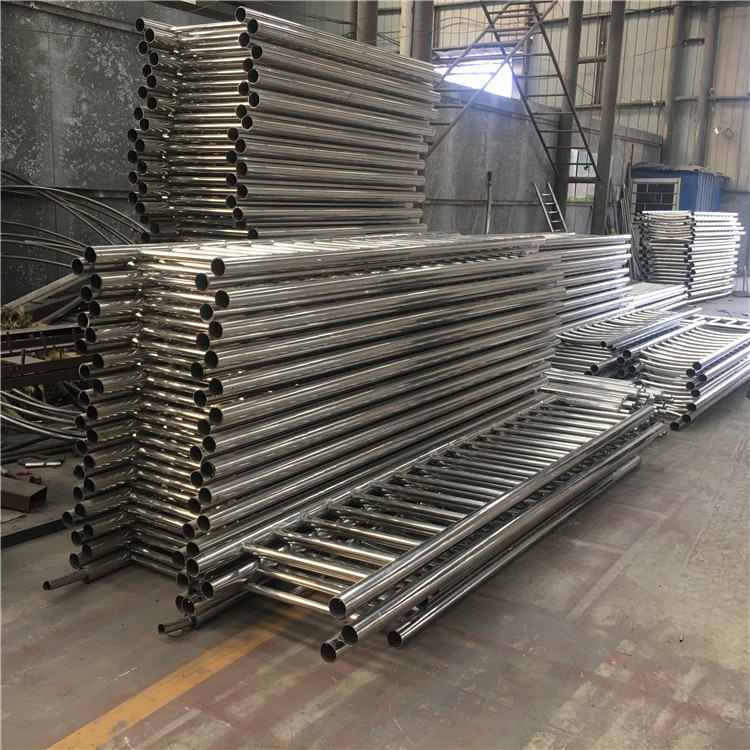 通辽不锈钢碳素钢复合管梯道护栏质量要求