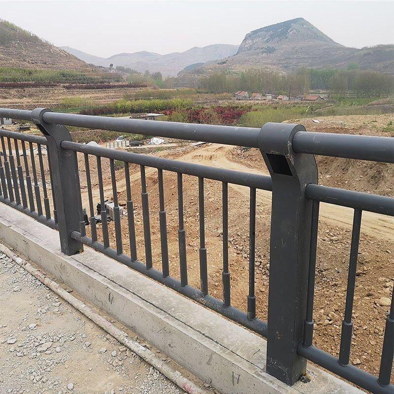 阳泉不锈钢碳素钢复合管天桥栏杆安装人工费报价