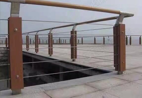 海西州304不锈钢碳素钢复合管天桥栏杆供应商品